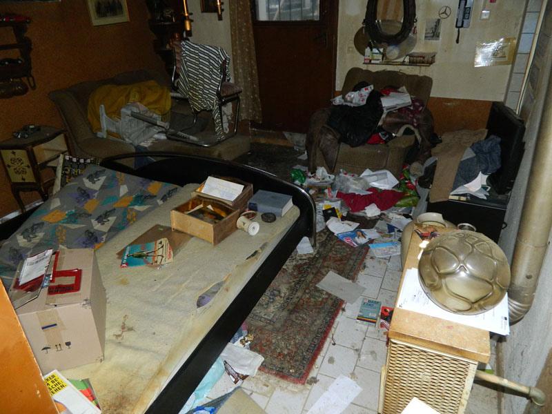 Tatortreinigung entruempelungen wohnzimmer herrenberg